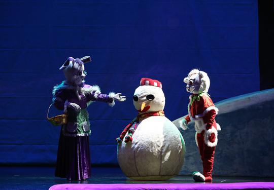 1月5日雪景体验式儿童剧《雪孩子》在中国木偶剧院大剧场上演