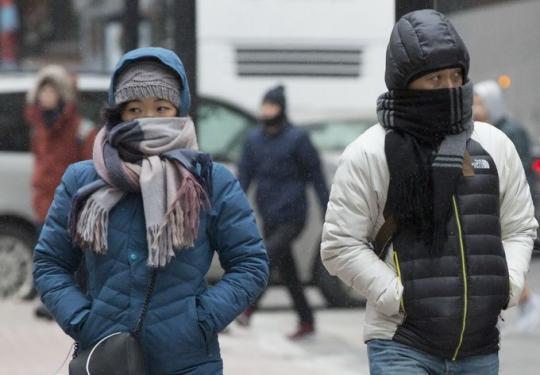 """""""超凶""""冷空气来袭 不怕冷的快去看看北京冰爆奇观"""