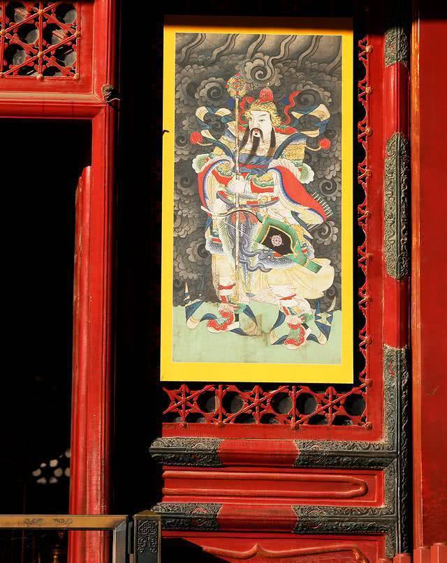 新年故宫挂门神,有人叫好有人批,质疑人为破坏传统建筑形态[墙根网]