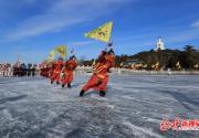 北海公园冰场上演皇家冰嬉表演 从即日起至1月25日,每天都有五场
