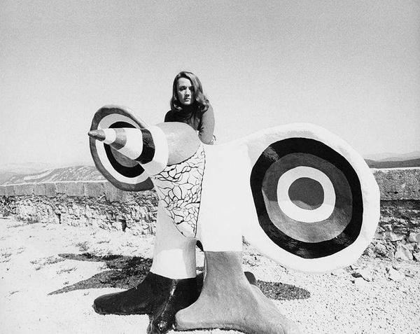 妮基·圣法勒 二十世纪传奇女艺术家及她的花园奇境[墙根网]