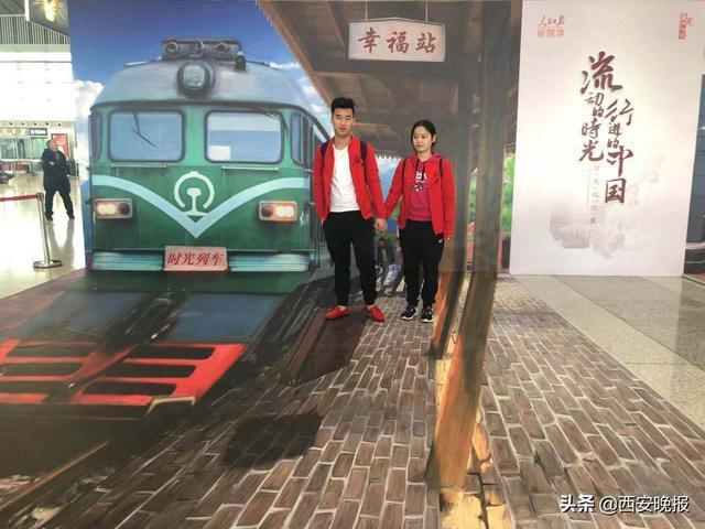 """全国首趟""""时光列车""""从西安北站驶出[墙根网]"""