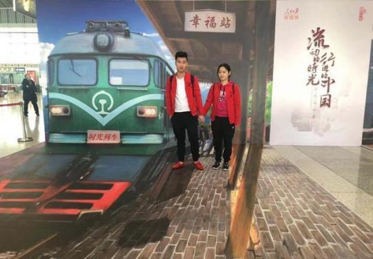 """全国首趟""""时光列车""""从西安北站驶出"""