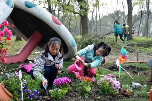 """""""龙猫巴士""""开进上海共青森林公园,5座花园都交给市民游客打造[墙根网]"""