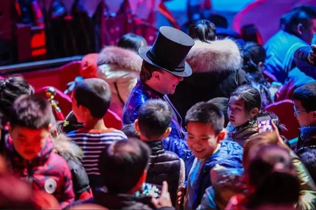 7.20-8.18,石景山游乐园南门欢腾移动剧场,欢腾国际大马戏——萌宠假期[墙根网]