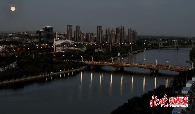 """""""时空电话亭""""将带游客穿越北京通州古城,复原大运河历史文化记忆[墙根网]"""