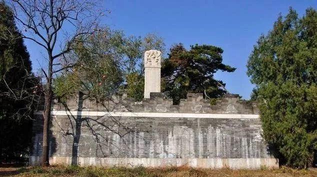 紫禁城大门中,唯有东华门的门钉是八纵九横72颗,为何少9颗?[墙根网]