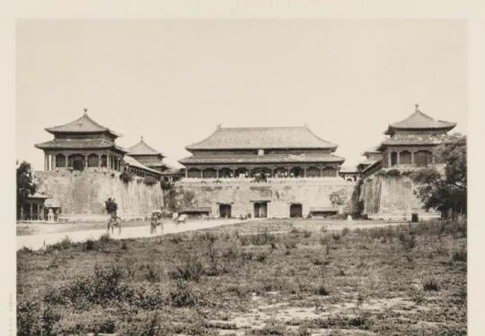 故宫的门和桥讲究多 皇上、亲王、大臣能走的地方都不一样