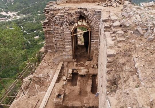 北京延庆长城修缮又有新发现 敌楼中首次出现炕灶遗址