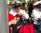 """上海迪士尼""""松口"""",游客自行开包安检,还可携带自用食品进入"""