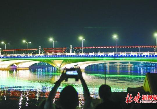 通州大运河现中国最大幅宽桥体水幕,灯光秀将持续至10月6日