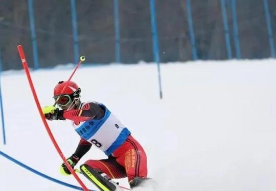 【昌平区】49.9元抢购!华彬生态园滑雪场单人票~含雪具~平日滑雪不限时~