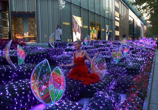 """2019圣诞  上海环贸商场举行""""光幻森林""""灯光艺术展"""