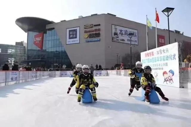【大兴·冰雪滑冰】9.9元抢购!大兴区西红门荟聚冰之宝滑冰馆,专业冰场遛起来!含滑冰+冰具+滑冰护具~