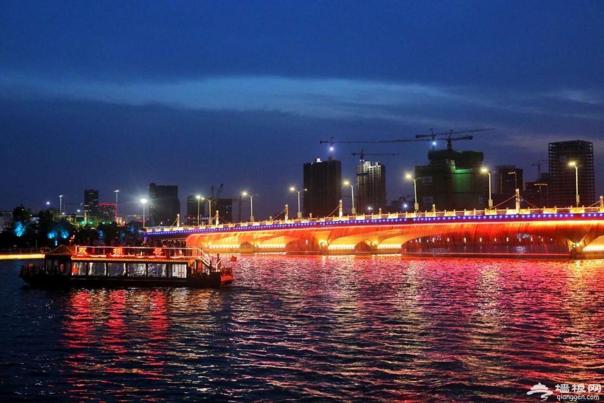 漂亮!七彩灯光点亮北京通州大运河[墙根网]