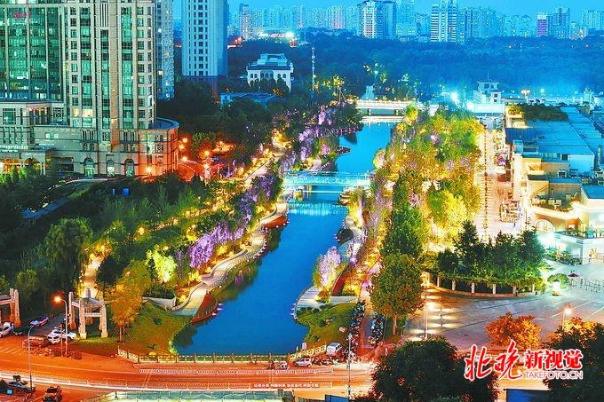 亮马河国际风情水岸夜色璀璨,80万平方米景观廊道点亮了河[墙根网]