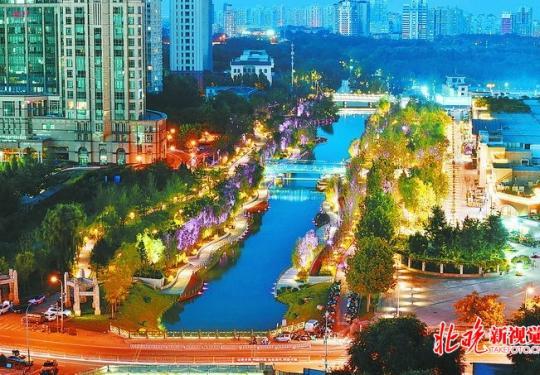亮马河国际风情水岸夜色璀璨,80万平方米景观廊道点亮了河