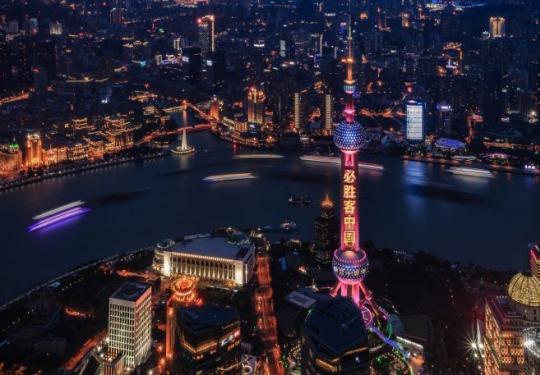 2020东方明珠首场3D灯光秀亮相 闪耀必胜时刻 必胜客中国庆祝入华30周年