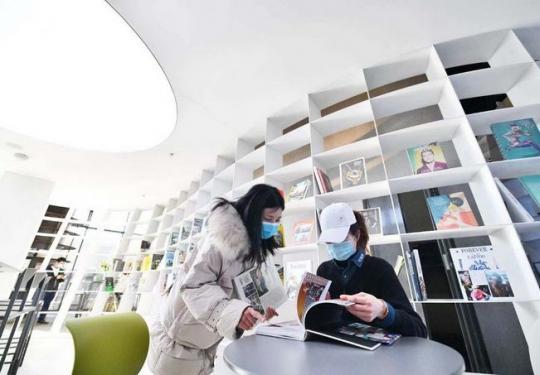 北京首钢园钢铁巨炉,今天变身艺术书店