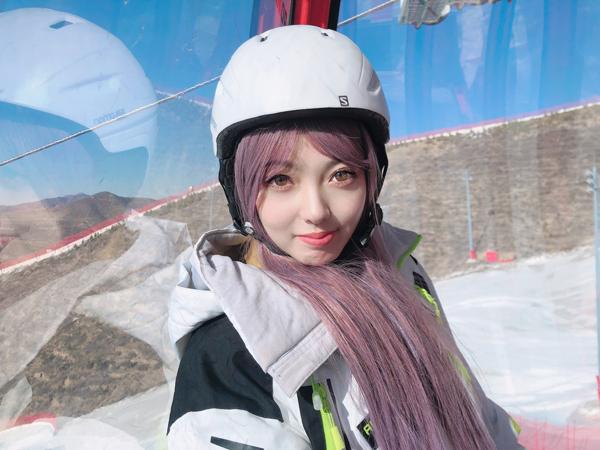 樂冰雪APP邀請網紅熊貓姐妹kikiwiwi滑遍崇禮各大雪場[墻根網]